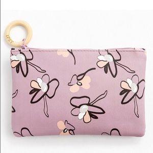 🎉HP🎉 🆕 Floral print makeup bag w/wooden zip